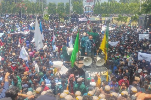 Pelemparan Batu Warnai Aksi Tolak UU Ciptaker di Bandar Lampung