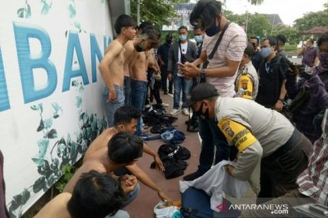 Puluhan Pemuda Bawa Sajam dan Bom Molotov di Palembang Ditangkap