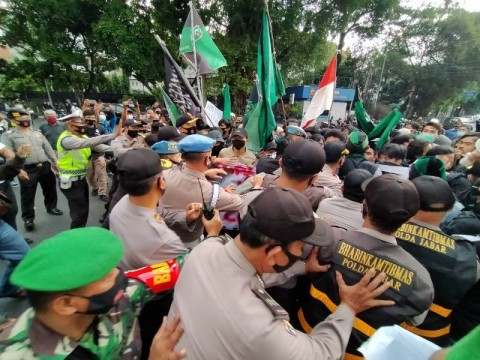 Protest against Job Creation Bill Held in Front of Bogor Palace