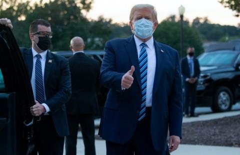 Langgar Isolasi, Trump Kembali ke Ruang Oval Gedung Putih