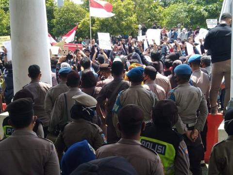 Demo di DPRD Tegal Rusuh