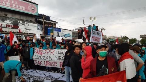 Massa di Solo Aksi Menolak UU Ciptaker