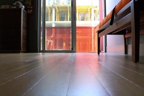 Lantai juga merupakan fokus utama semua orang ketika masuk ke dalam rumah. (Ilustrasi/Pexels)