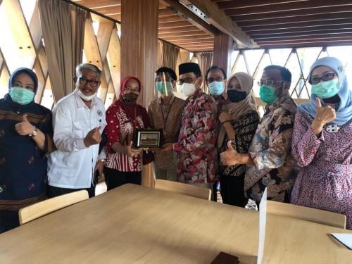 Deputi Bidang Pengembangan Sumber Daya Perpustakaan Perpustakaan nasional (Perpusnas) Deni Kurniadi saat mendampingi kunjungan kerja Komisi X ke kota Semarang. (Foto: Istimewa)