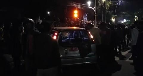 Mobil Pelat Merah di Menteng Jadi Korban Amukan Massa