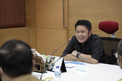 Herman Deru Raih Penghargaan Tokoh Pemulihan UMKM