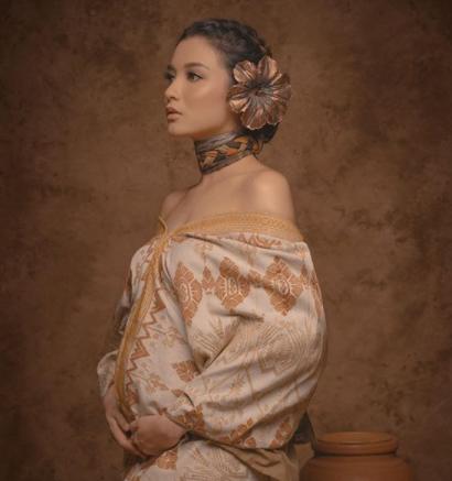 Meski, perutnya semakin membesar, gaya berpakaian ibu dari Nastusha Olivia Alinskie ini tetap stylish dan modis. (Foto: Dok. Instagram/@chelseaoliviaa)