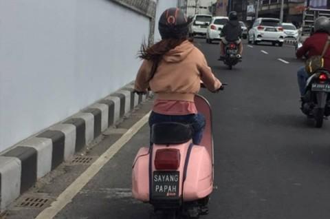 Vespa 'Sayang Papah', Menggemaskan Tapi Tidak Taat Aturan