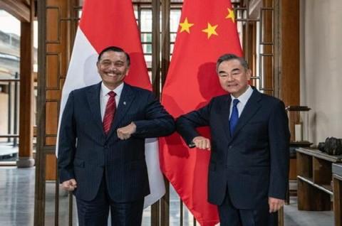 Luhut dan Menlu Tiongkok Bahas Penguatan Kerja Sama RI-Tiongkok