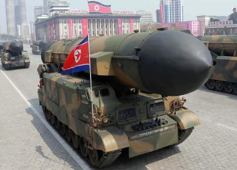 Korea Utara Pamerkan Rudal Balistik Interkontinental dalam Parade