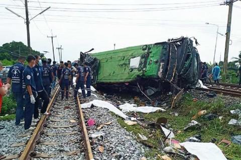 Tabrakan Bus dan Kereta di Thailand Tewaskan 17 Orang