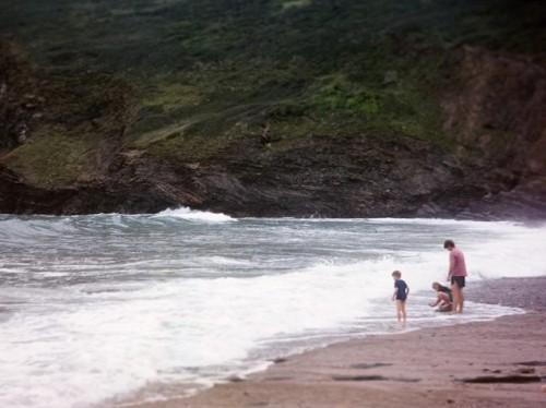 Mau staycation bersama keluarga di tengah pandemi? Ini tipsnya dari dr. Cynthia Rindang K., Sp.A. (Foto: Unsplash.com)