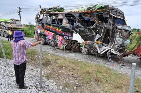 Korban Tabrakan Bus dan Kereta di Thailand Jadi 20 Orang