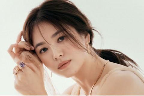 Song Hye Kyo Sumbang 10 Ribu Buku