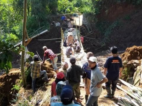 Banjir Longsor Terjang 11 Kecamatan di Tasikmalaya