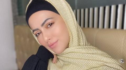Artis Bollywood Sana Khan Tinggalkan Dunia Hiburan Usai Pikirkan Kematian