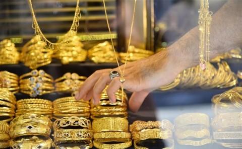 Pesona Emas Dunia Digerus Dolar AS