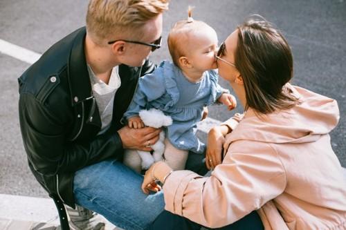 Suami memenag peran penting saat istri memberikan ASI pada si kecil. Berikut alasannya. (Foto: Ilustrasi/Pexels.com)