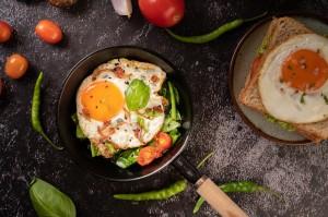 5 Cara Menghangatkan Kembali Telur sesuai Jenis Hidangannya