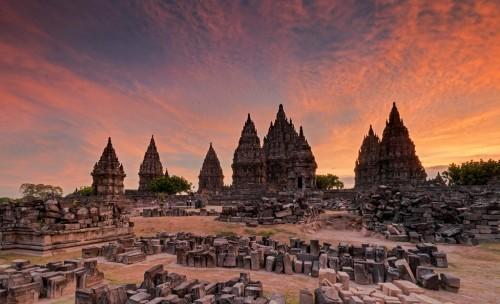 Candi Prambanan, salah satu situs sejarah yang hadir sejak abad kesembilan. (Foto: Freepik)