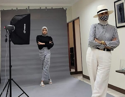 Menurut Okky, untuk menjadi model yang tidak kalah penting adalah people skill. (Foto: Dok. Instagram/@okky.walla)