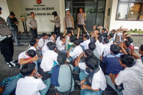 Pemda Ancam 'DO' Siswa yang Ikut Demo Tolak Omnibus Law