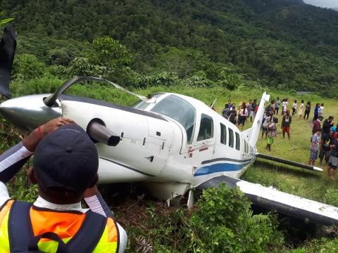 Pesawat Tariku Tergelincir di Bandara Bayabiru Paniai