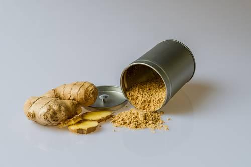 Warnanya terang juga terkadang dibuat sebagai pewarna makanan alami. Dan memang, kegunaan kunyit biasanya tidak jauh untuk makanan atau minuman. (Ilustrasi/Pexels)