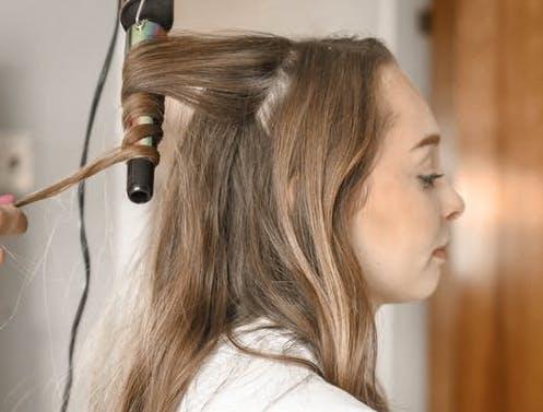 Wanita di atas 40 tahun terkadang bahkan tidak menyadari bahwa mereka membutuhkan pembaruan rambut sampai semua itu terlambat. (Ilustrasi/Pexels)