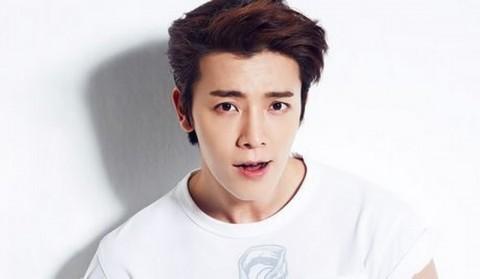 Donghae Super Junior Ulang Tahun, Siwon Berikan Ciuman