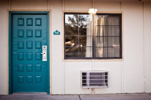 Pintu walaupun bagian kecil dari rumah mampu memberikan efek yang besar pada penampilan keseluruhan bangunan. (Ilustrasi/Pexels)