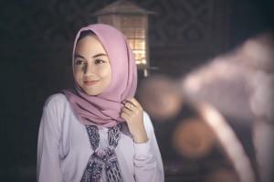 Tips Memakai Aksesoris bagi Pengguna Hijab