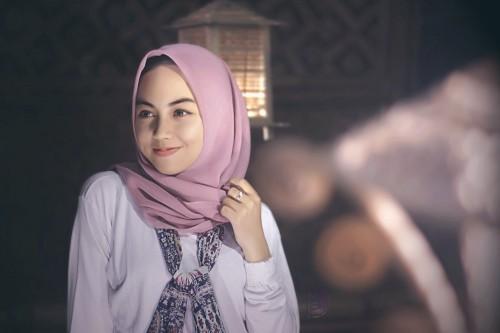 Beberapa orang juga menganggap dengan memakai hijab, akan ada keterbatasan-keterbatasan dalam memilih aksesoris yang disukai. (Ilustrasi/Pexels)