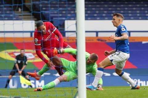 Respons Klopp setelah Van Dijk Kena Tekel Keras Kiper Everton