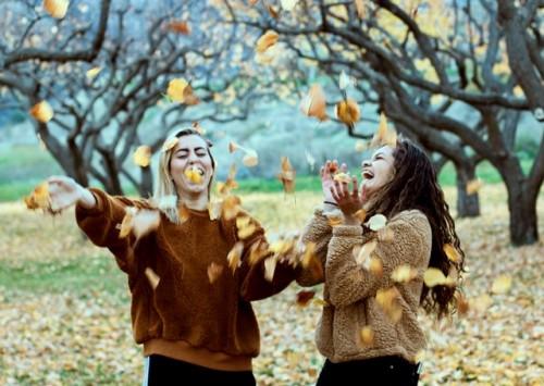 Berikut ini adalah beberapa fakta unik tentang tertawa. Selain fun, it's healthy too lho! (Foto: Unsplash.com)