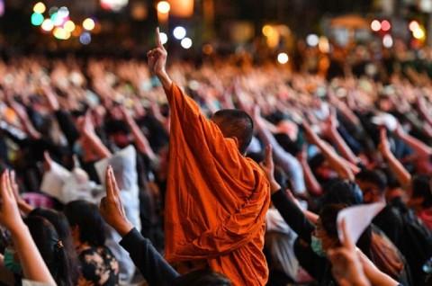 Demonstran Anti-Pemerintah Kuasai Persimpangan Utama Bangkok
