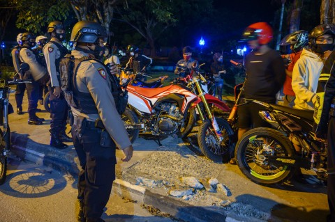 Polisi Bubarkan Komunitas Motor saat Berkerumun di Palu