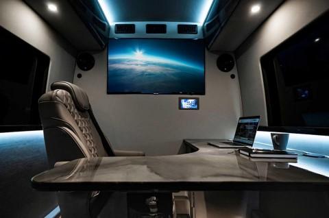 Membuat Kantor Berjalan dengan Mercedes-Benz Sprinter