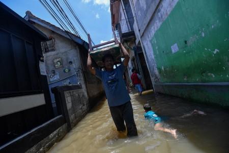 Antisipasi Banjir, Damkar DKI Siagakan 280 Perahu Karet