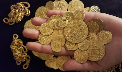 Emas Dunia Salip Dolar AS