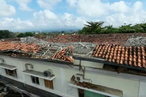Hujan Deras Akibatkan Atap IGD RSUD Ciamis Roboh