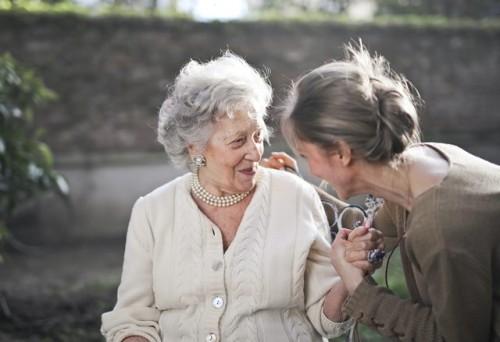 Berikut ini beberapa tips mengelola kesehatan jiwa pada lansia dari dr. Gina Anindyajati, Sp.KJ. (Foto: Pexels.com)
