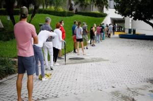 Warga Florida Gunakan Hak Suara Lebih Awal dalam Pilpres AS