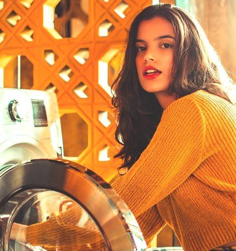 Hindari kesalahan ini yuk saat kamu mencuci baju, supaya baju kamu enggak rusak. (Foto: Pexels.com)