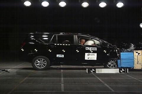 Toyota Kijang Innova Sukses Lakukan Uji Tabrak, Gimana Hasilnya?