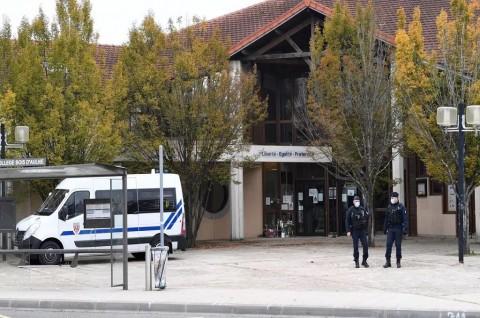 Polisi Prancis Tahan 15 Orang Terkait Pemenggalan Guru