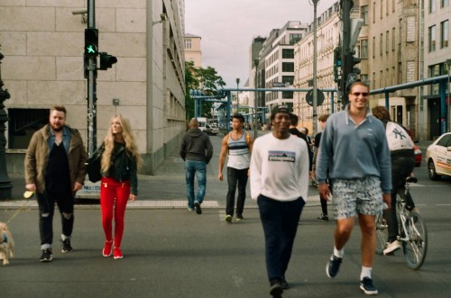 Di Prancis, Jepang, dan Korea, orang sering berjalan kaki, bersepeda, atau naik kendaraan umum. (Ilustrasi/pexels)