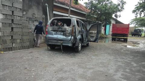 Jasad Wanita Ditemukan di Mobil Terbakar di Sukoharjo