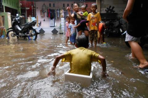 Banjir Landa Kampung Pintu Air Bekasi