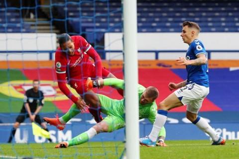 Wijnaldum Masih Marah Atas Pemain Everton di Derbi Merseyside